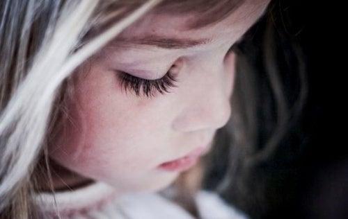 Übertriebene Erziehung: das macht Kinder unglücklich
