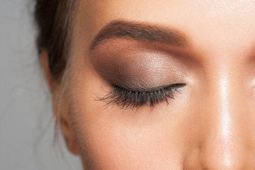 Augenlider-schminken