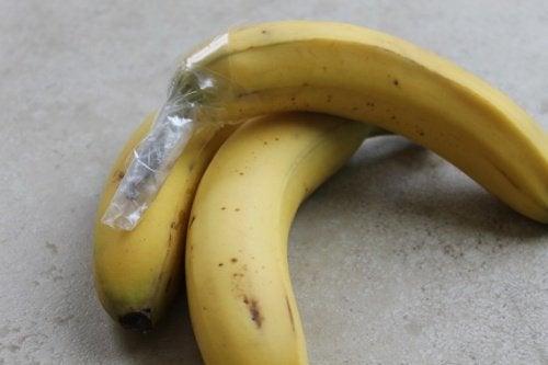 Bananen mit Klarsichtfolie gegen Lebensmittelverschwendung