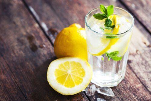 Gewichtsreduzierende Eigenschaften von Zitronensaft