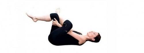 Gymnastigübung gegen Ischias-Schmerzen