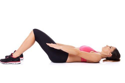 Gymnastikübung gegen Schmerzen am Ischias