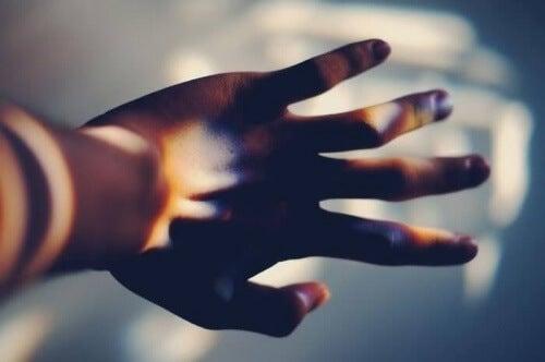 Hand symbolisiert Realität