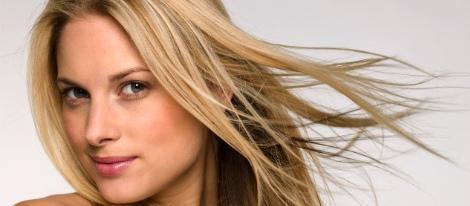 Frau mit langem Haar