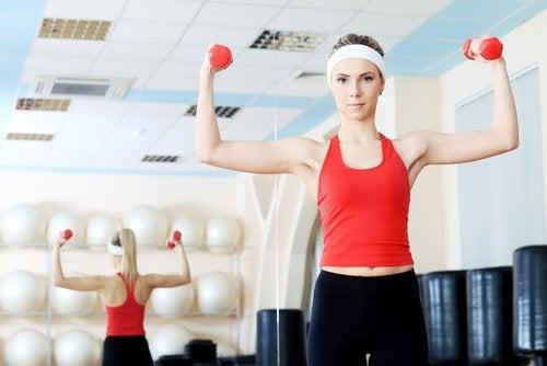 Muskeltraining gegen Hängebrüste