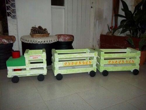 Zug aus Obstkisten
