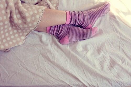 Socken im Bett sind gemütlich
