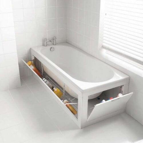Badewannenversteck als Stauraum im Badezimmer