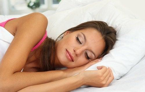 Tränensäcke beim Schlafen vermeiden