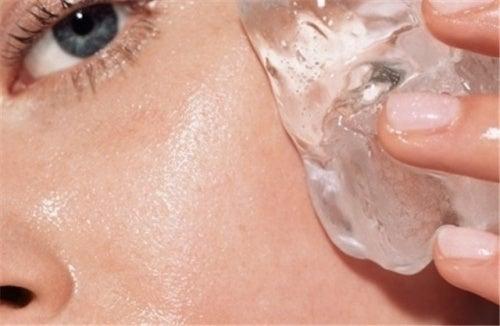 Erfrischend: Eiswürfel für die Hautpflege
