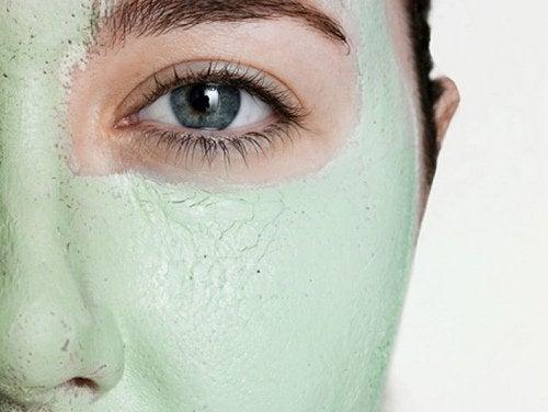 Tonerde-Gesichtsmaske