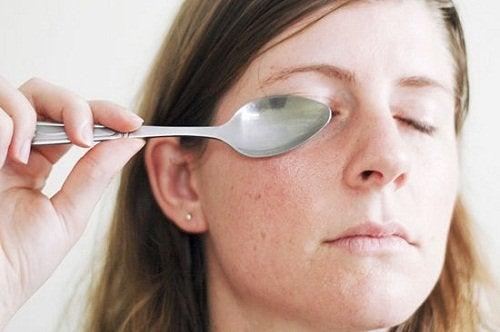 die Löffelmassage für Augen und Gesicht