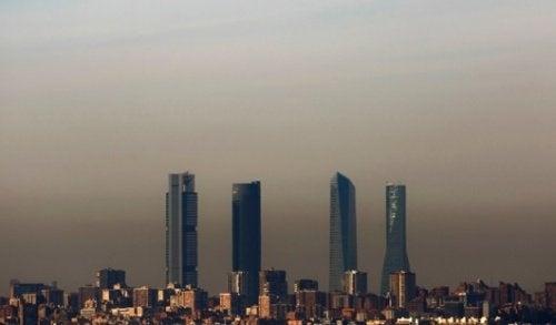 Skyline einer Großstadt die Angstzustände auslöst