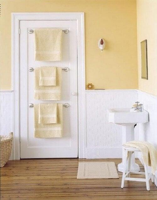 Tür im Badezimmer