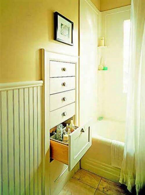 Wandschrank als Stauraum im Badezimmer