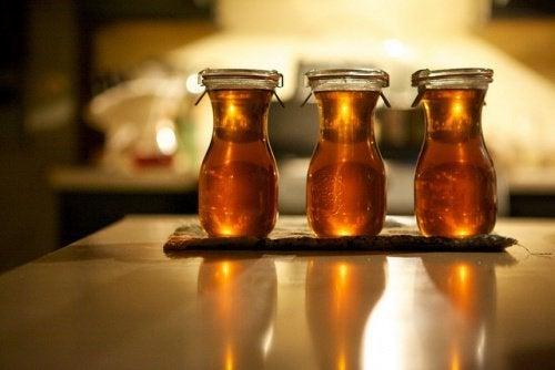 Zubereiteter Honigsirup gegen Verdauungsprobleme