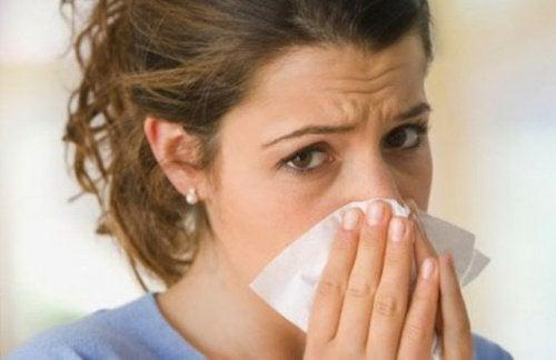 Heißer Umschlag gegen verstopfte Nase