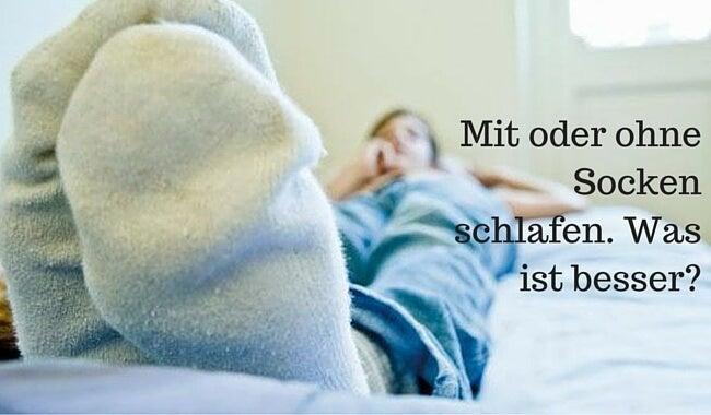 Ist es besser mit oder ohne Socken zu schlafen?