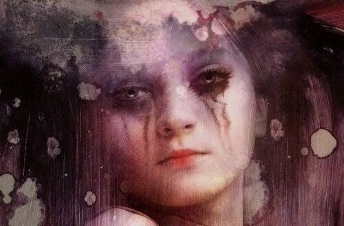 Frau ist traurig und weint