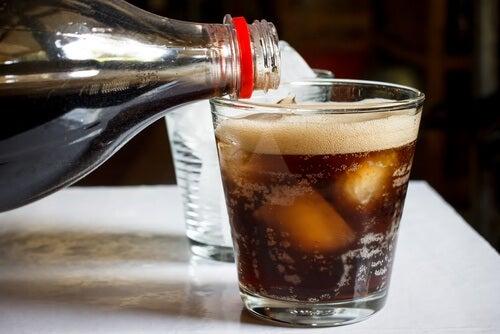 Kohlensäurehaltige Getränke und Blähbauch