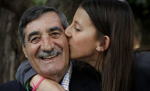 Mädchen rettet Großvater nach einem Herzinfarkt