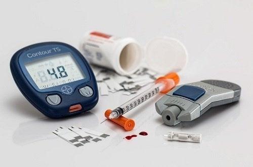 Messgerät und Insulinspritze für Diabetes