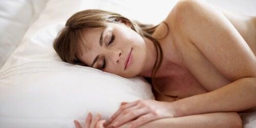 Nackt schlafen hat Vorteile