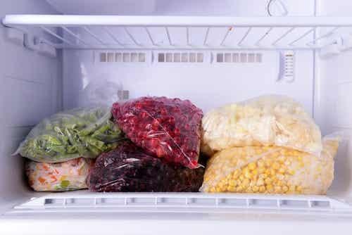 Diese Lebensmittel darfst du nicht einfrieren!