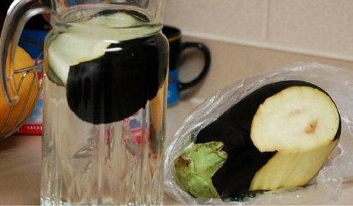 Fett abbauen und Cholesterin senken mit Auberginenwasser