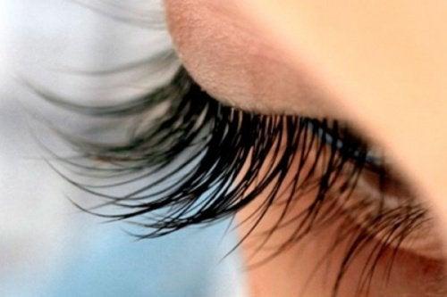 13 Tricks für schöne volle Wimpern