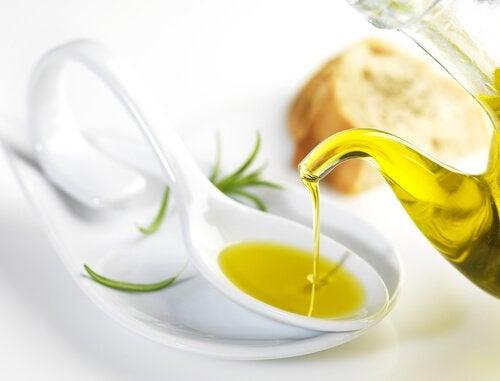 olivenoel-fuer-schoene-wimpern