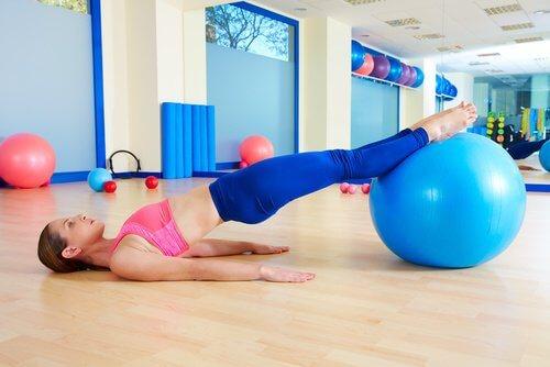 Übungen mit dem Pezziball
