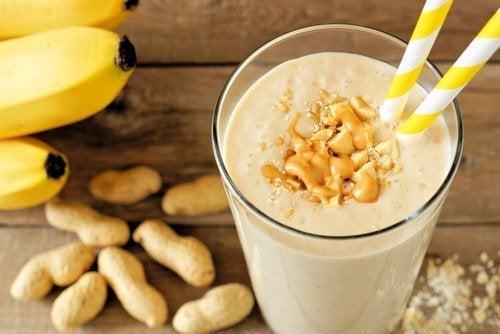 shake-aus-erdnussbutter-und-banane