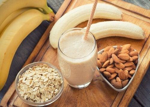 shake-aus-mandeln-und-banane