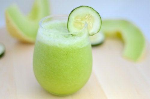 Rezept für einen kaliumreichen Shake mit Melone, Gurke und Apfel
