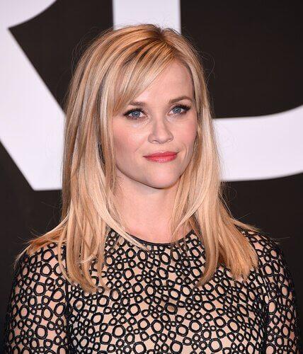 blonde-frau-mit-schoenem-haarschnitt