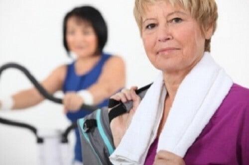 frau-leidet-in-der-menopause