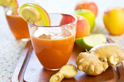 Gesundes Mixgetränk mit Karotten und Ingwer