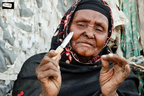 afrikanische-frau-genitalverstuemmelung