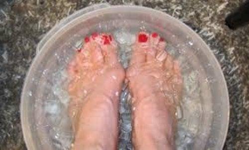 Eiswasser für die Füße stärkt das Immunsystem
