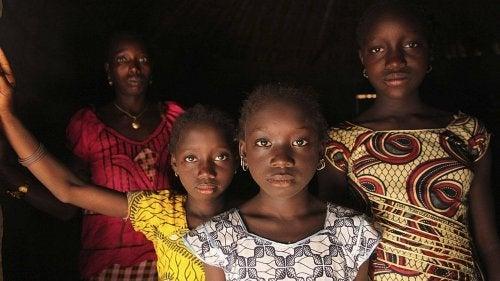 Endlich sagt Afrika NEIN zur Genitalverstümmelung von Frauen