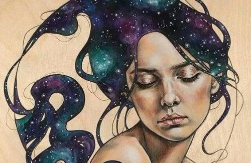 Frau träumt von den Sternen
