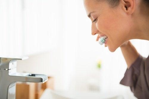 Wasserstoffperoxid: vielseitiges Hausmittel hilft auch bei der Zahnhygiene