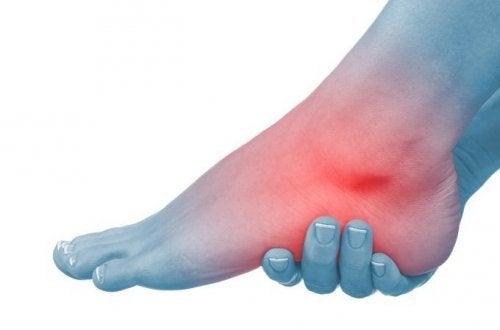 Erste Hilfe gegen geschwollene Füße und Knöchel