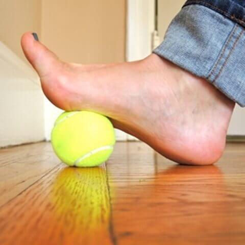 fussmassage-mit-tennisball