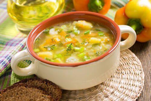 gemuesesuppe-gegen-den-hunger-appetit