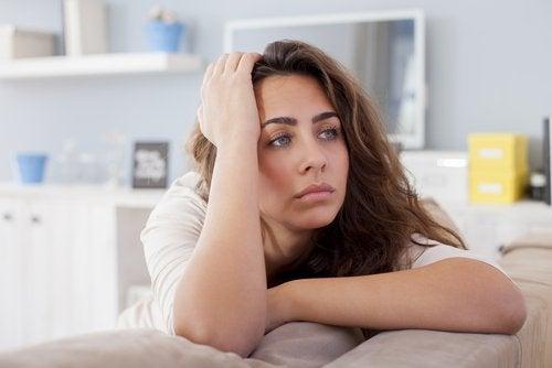 trauer-depression-nachdenkliche frau