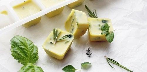 kraeuter-mit-olivenoel-einfrieren