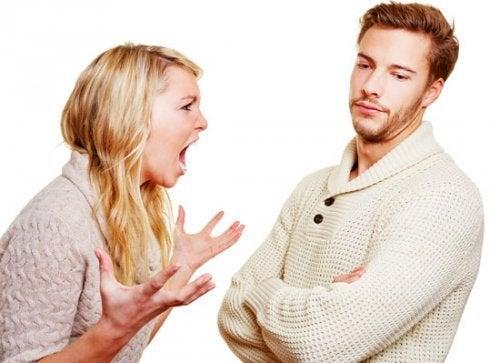 streitendes-paar-kann-nicht-zuhoeren