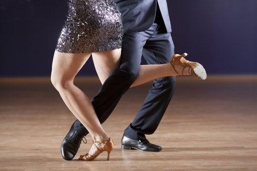 paar-tanzt-tango-tanzarten
